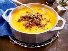 Paprika-Möhrensuppe mit Hackgröstl Rezepte Pepper and carrot soup with minced meat Meat Recipes, Low Carb Recipes, Minced Meat Recipe, Vegetable Soup Healthy, Carne Picada, Carrot Soup, Eat Smart, Soul Food, Food Inspiration