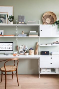 A home office needs to be effective with the high aesthetics to ensure that productivity does not get low just because you are at home. If you are working at home, you need to get the home office design ideas. Office Paint Colors, Best Paint Colors, Home Office Colors, Home Office Design, Home Office Decor, Office Desk, Office Style, Pc Table, Co Working