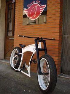 Bike Velo Beach Cruiser, Cruiser Bicycle, Motorized Bicycle, Velo Design, Bicycle Design, Push Bikes, Bmx Bikes, Cool Bicycles, Cool Bikes