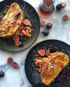 What to do with 'day old' county rye bread? Make stuffed #Frenchtoast! The filling is poached apples & pecans in butter, cinnamon and brown sugar. Served with syrup, icing sugar, pomegranates and tasty mini figs. Have a wonderful Saturday! @zimmysnook