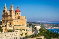 #Malta is een kleurrijk #eiland met een keur aan bezienswaardigheden, heerlijke #stranden en kristalhelder #water om je heerlijk in onder te dompelen. #reizen #travel #travelbird #vakantie #zonvakantie
