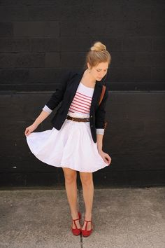 """""""Why you should own a blazer (or two).""""    Sidewalk Ready. Inspiring outfits all the time.     http://sidewalkready.com/2012/03/why-you-should-own-a-blazer-or-two/"""