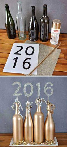 New Year's Eve 2019 : Top 32 funkelnde DIY Dekoration Ideen für Silvester Party - Quotes Boxes Old Wine Bottles, Wine Bottle Crafts, Champagne Bottles, Glass Bottles, Gold Bottles, Bottle Bottle, Empty Bottles, Bottle Labels, Graduation Party Decor