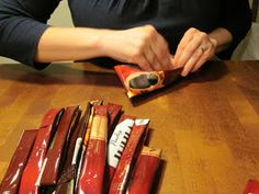 Endorfiinista voimaa: Kahvipusseista askartelua Knife Block, Sweet Home, Diy Crafts, Craft Ideas, Bag, Crates, House Beautiful, Make Your Own, Homemade