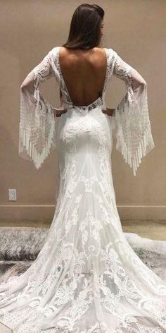 Such a wondrous boho wedding dresses, the lace, the neckline, simply remarkable. This dresses are a hot trend. The best dresses for boho wedding are here. Sophisticated Wedding Dresses, Affordable Wedding Dresses, Country Wedding Dresses, Designer Wedding Dresses, Bridal Dresses, Wedding Gowns, Wedding Bride, Types Of Dresses, Nice Dresses