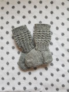 Knitting Socks, Kids And Parenting, Diy And Crafts, Gloves, Inspire, Wallpapers, Baby, Fuzzy Slippers, Knit Socks