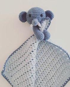 Her finder du opskriften på Nusseelefanten Elvin. Ørerne, snabel og stødtænder er lavet af dygtige By_Nwo og jeg har heldigvis fået lov at dele opskr