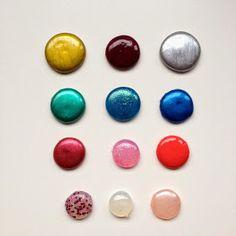 Perles de pluie en colle chaude / Glue gun enamel dots
