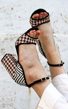 Raphaella Booz Wovenscope Pumps ~yes~ anthro fav Pretty Shoes, Beautiful Shoes, Cute Shoes, Me Too Shoes, Fab Shoes, Pumps, Stilettos, High Heels, Shoe Wardrobe