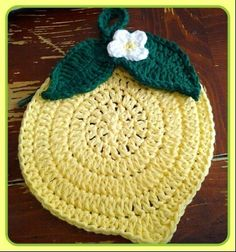 Cute Lemon Crocheted Trivet/Potholder · How To Make A Pot Holder / Pot Stand · Yarncraft on Cut Out Keep Crochet Potholder Patterns, Crochet Dishcloths, Crochet Motif, Crochet Doilies, Crochet Flowers, Form Crochet, Double Crochet, Crochet Kitchen, Crochet Home