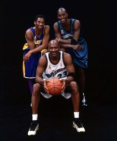 Michael Jordan of the Wizards poses for a portrait with Kobe Bryant and Kevin Garnett during the 2002 NBA All-Star Week at the First Union Center in Philadelphia, PA. Obtenha fotografias de notícias premium e de alta resolução na Getty Images Nba Pictures, Basketball Pictures, Love And Basketball, Sports Basketball, Basketball Players, Bryant Basketball, College Basketball, Basketball Shoes, Charlotte Hornets