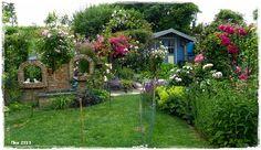 Dieses Bild hab ich vor Augen, wenn ich von der Terrasse in den Garten trete. Ich könnt mich da jedes Jahr reinlegen :-))) 2013 haben wir auf dem Rasen eine ...