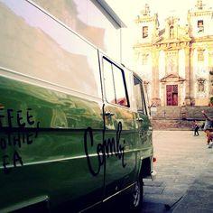 #porto #portugal #igreja #church #santoildefonso #praçasantoildefonso #architecture #skate #skatepark #coffeetruck #coffee #smoothies #tea #goldenhour #university #streetphotography #streetshot #day34