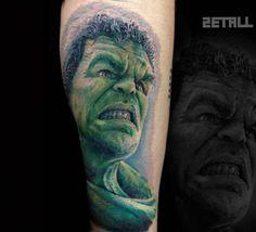 Tatuaje de estilo realista de Hulk.