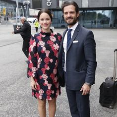 Prince Carl Philip and princess Sofia working together 👑 Princess Sofia is wearing a dress from &otherstories 👍