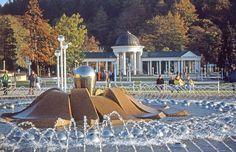 Zpívající fontána a kolonáda Karolinina a Rudolfova pramene.