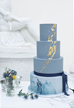 Gold Wedding Cakes Blue marble and gold metallic cake by The Wedding Cake Boutique. - The latest wedding cake trends brim with creativity. We rounded up our fav and most unique cake trends to surprise your guests with style. Metallic Cake, Metallic Wedding Cakes, Marble Cake, Gold Marble, Bolo Cake, Cake Fondant, Blue Cakes, Amazing Wedding Cakes, Amazing Cakes