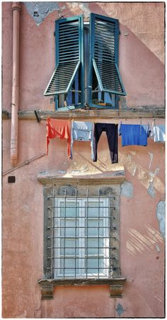 Old Windows, Windows And Doors, Lucca Italy, The Doors Of Perception, Window Dressings, Painted Doors, Ramen, Old Things, Around The Worlds