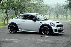 Take a look at the Custom White Mini Cooper with Contrasting Black Accents photos and go back to customizing your vehicle with renewed passion. White Mini Cooper, Mini Cooper Custom, John Cooper Works, Bmw I8, Accesorios Mini Cooper, Mini Cooper Interior, Ford Mustang, Custom Mercedes, Cooper Countryman