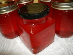 This is an amazing recipe to make candy apple jelly. When I was a kid candy apples were apples with a hard cinnamon coating from red hots candy and they were absolutely delicious. Jelly Recipes, Jam Recipes, Canning Recipes, Easy Canning, Canning Jars, Side Recipes, Candy Recipes, Yummy Recipes, Yummy Food
