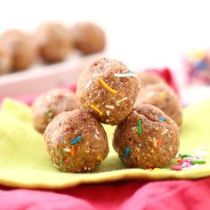 Cake Batter Energy Balls - The Healthy Maven Want the taste of cake batter without having to whip up a whole cake? These Cake Batter Energy Balls are a lightened-up and high-protein snack recipe that tastes just like the real thing! High Protein Snacks, Energy Snacks, Healthy Protein, Protein Foods, Healthy Dessert Recipes, Healthy Snacks, Snack Recipes, Healthy Bars, Healthy Eating