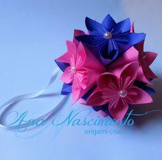 Kusudama que pode ser usada na decoração de casamentos e aniversários. Fica linda decorando cadeiras!!!