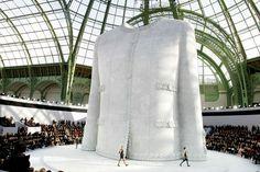 Le défilé Chanel haute couture printemps-été 2008 - catwalk - runway