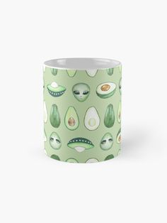 Mug 'Avocados and aliens pattern' par Laura Frère Aliens, Graphic, Ufo, Illustration, Planter Pots, Patterns, Tableware, Green, The Originals