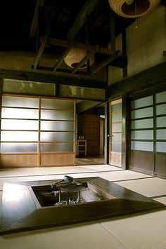 Japanese folk house Always wanted a fire pit Japanese Style House, Traditional Japanese House, Japanese Home Decor, Japanese Design, Japanese Homes, Japanese Buildings, Japanese Architecture, Interior Architecture, Irori