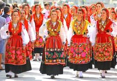 Mediterranean People, Portuguese Culture, Folk Clothing, Big Country, Inspiration Mode, World Cultures, Dance Costumes, Traditional Dresses, Folklore