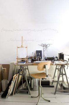 It's always been a dream of mine to one day have a room full of sunlight where I can be creative--draw, paint, craft--and it would be MINE, undisturbed!  <3