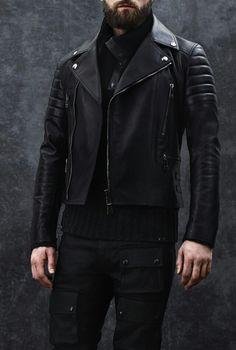 Belstaff Colección Hombres 2014. Cazadora biker en piel negra. Perfecta...