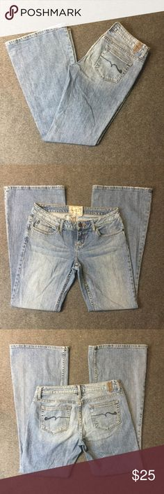 """❤American Rag Super Flare Jeans Women's Size 8 EUC Excellent used condition. Shows some wear from normal use, more specifically on bottom back of legs (as usual on bootcut jeans). See last pic for reference, not that big of an issue. Color denim blue. Cotton with a hint of spandex. Machine wash. Approx. laying flat measurements: 16.5"""" waist, 7.5"""" rise, 32.5"""" inseam, 40"""" long. Remember to bundle up and save more, so check my closet for other treasure finds. NOTE: These jeans does not have a…"""