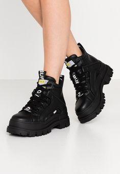 Chunky Black Shoes, Chunky Boots, Chunky Sneakers, Black Ankle Boots, All Black Sneakers, Sneakers Fashion, Shoes Sneakers, Shoes Heels, Buffalo Shoes