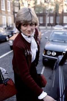 1980...When the paparazzi still run after her to know her relationahip with Prince Charles