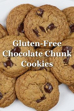 Let's celebrate Christmas with Soft and chewy Chocolate Chip Cookies which are gluten-free and refined sugar-free! This is a great recipe for a healthy treat! Gluten Free Sugar Cookies, Gluten Free Chocolate Chip Cookies, Healthy Cookies, Gluten Free Baking, Gluten Free Desserts, Sugarless Cookies, Chocolate Sin Gluten, Comfort Food, Cookie Recipes