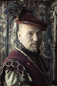 Elizabethan style men's costume, velvet and silk. Made by Angela Mombers, picture by Henk van Rijssen.