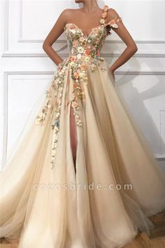 Attractive Evening Dresses make you look more attractive. Such attractive evening dresses ensure that all eyes are on you in your environment. Prom Girl Dresses, Pretty Prom Dresses, Unique Prom Dresses, Prom Outfits, Prom Dresses For Sale, A Line Prom Dresses, Tulle Prom Dress, Prom Party Dresses, Ball Dresses