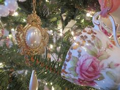 Karen's Cottage and Castle: A Vintage Christmas Tree (With Teacups)