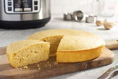 Using brown butter gives this cornbread a rich, nutty flavor. This recipe is perfect to try out the baking featuring on the Souspreme. Serve along side your holiday mains – or to turn into stuffing! Sweet Cornbread, Buttermilk Cornbread, Cornbread Recipes, Slow Cooker Times, Brown Butter, Side Dish Recipes, Cooking Recipes, Amish Recipes