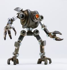 Metal Art Projects, Welding Projects, Metal Welding, Welding Art, Crazy Robot, Recycled Toys, Steampunk Robots, Metal Robot, Vintage Robots