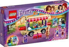LEGO Friends 41129 Forlystelsespark - hotdog-vogn Stephanies seje hotdog-vogn har siddepladser på taget med den bedste udsigt over forlystelsesparken! Klæd Nate ud som en kæmpe hotdog for at tiltrække kunder, læg pølser på grillen, og læg dem i brød for at stille kundernes sult. Hav det sjovt i forlystelsesparken, og tag billeder, når Stephanie stikker sit hoved gennem de sjove udskårne huller. Der er også et spejl, der forvrænger og giver endnu større grin!