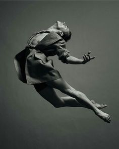Whimsical yet strong & balanced movement shots of ballet dancer Sergei Polunin p. - dance - Whimsical yet strong & balanced movement shots of ballet dancer Sergei Polunin photographed by Jaco - Poses Dynamiques, Dance Poses, Body Poses, Figure Drawing Reference, Body Reference, Anatomy Poses, Human Poses, Figure Poses, Poses References