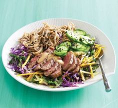 Beef noodle salad with sesame dressing Healthy Noodle Recipes, Healthy Food, Homemade Pesto Sauce, Patties Recipe, Beef And Noodles, Noodle Salad, Cooking On The Grill, Grilled Vegetables, Meals