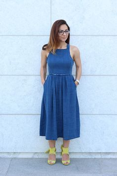 Denim Dress with cross over straps at the back with neon / yellow shoes  – MODE DELINA