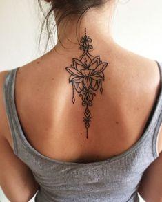 Rücken Tattoos für Frauen, Lotus, Blume, schwarz, beeindruckende Tattoo Ideen
