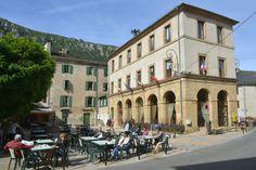 #Florac #villageétape #LangudocRoussillon #Lozere #cevennes #terrasse #café #airdevacances