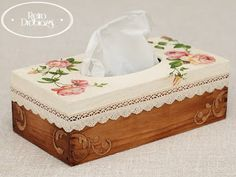 Discover thousands of images about Chusteczniki decoupage. Decoupage Box, Decoupage Vintage, Lace Painting, Painting On Wood, Ceramic Boxes, Wooden Boxes, Tissue Box Covers, Tissue Boxes, 3d Paper Crafts