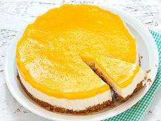 Persikka-jogurttikakku valmistuu helposti kaurakeksipohjalla. Kirkkaan keltaisen päällisen kakku saa säilykepersikoista.