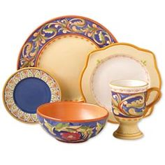 My next set of dishes...Pflatzgraff Villa della Luna. Love the Italian feel of these dishes.